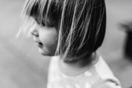 pige I sort hvid, eksperimenter med børn